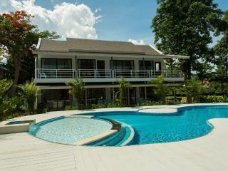OV: 4 bd. villa with swimming pool on the beach, Laem Set