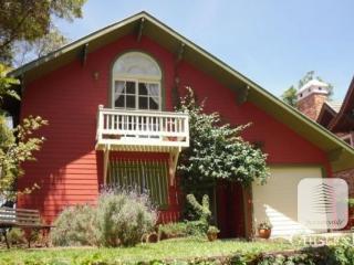 Casa com linda vista do Vale do Quilombo