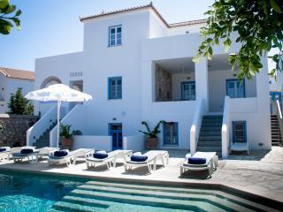 Villa Julia, Spetses Town
