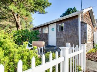 Pet-friendly cottage one block from the beach, Cannon Beach