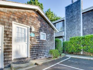 Cozy studio with WiFi, one block from the beach, Cannon Beach