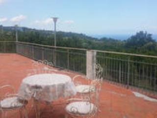 VILLA GRAZIA:  graziosa villetta tra Etna e mare