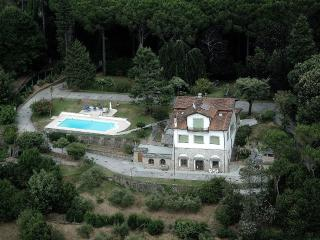 Villa Arabella holiday vacation villa rental italy, tuscany, near beach, near lucca, pool, wi-fi, air conditioning, short term long ter, Camaiore