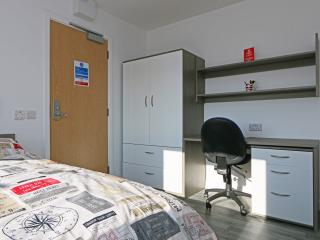 Your Studio sleeps 2 in Central Luton (18