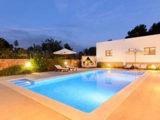 Villa with pool,barbecue Santa, Port de Sant Miguel