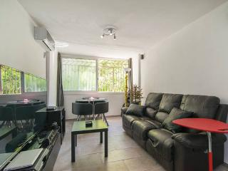 Private room 1 or 2 people WIFI 15 mins to centre, Barcelone