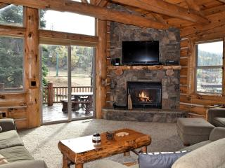 Geronimo Lodge Cabin: Across from Bear Mtn! Spa!, Big Bear Lake