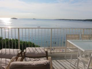 FETTOLINA - Amazing sea view  apartment with direct access on beach Gazagnaire, Cannes