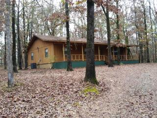 Secluded 3 Bedroom Cabin Tucked Into the Tall Pine, Broken Bow