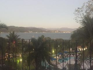 Fantastic ocean view steps from beach, Manzanillo
