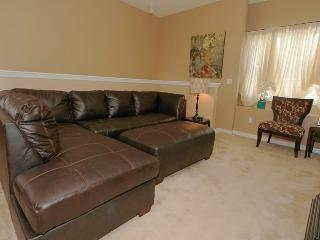 Just 1 mile from Disney elegant 3bd condo, Kissimmee