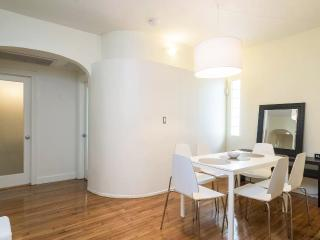 The Sham 3 Beds total, 2 Bedrooms 2 Bath, Parking, Miami Beach