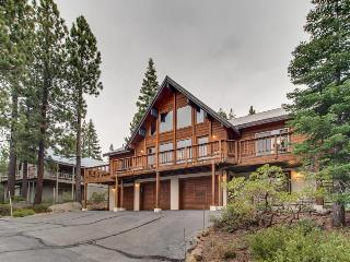 Great Tahoe Donner amenities and close to skiing!, Truckee