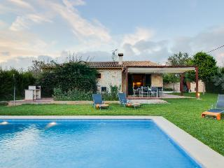 Modern, beautiful house w/private pool in tranquil Lloseta