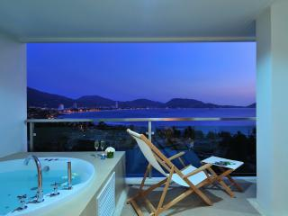 Fabulous Seaview Pool Condo Patong