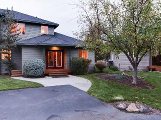 Cozy home close to golf, shared pool & hot tub, and other resort amenities!, Redmond