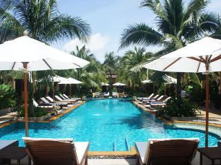 Quiet Villa Apartment w Pool View