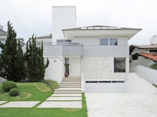 Suave 7 Bedroom House in  Jurerê Internacional, Florianópolis