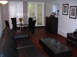 Kitsilano, 2 Bedroom Garden Level, Vancouver