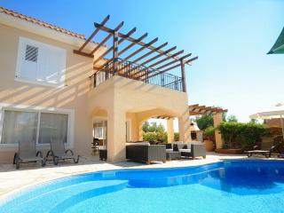 Luxury Villa In A Convenient Location In Coral Bay, Peyia