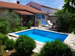 Charming holiday house with private pool, Rakalj