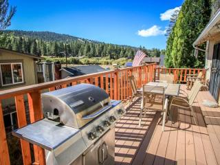 Moonridge Escape by Bear Mtn! Jacuzzi, WiFi, Fenced Yard! Pet-Friendly