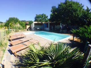 Maison  en provence et piscine privee. Jardin top!