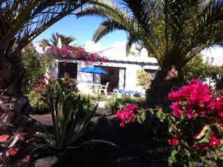 Holiday Bungalow Close to Beach and Amenities, Playa Blanca