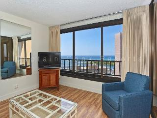 1-bedroom with full kitchen, marina view, washer/dryer, AC, WiFi and parking!, Honolulu
