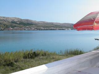 First row - 4 Apartments for 13+2 Person + Wi-Fi, Pag