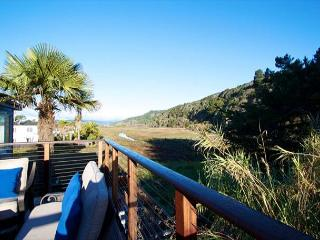 Beautifully Finished 2 Bed w/ Mountain Views, Stinson Beach