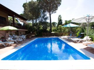 Enchanting villa in the heart of Costa Brava - 8km to PGA golf and 20  km to