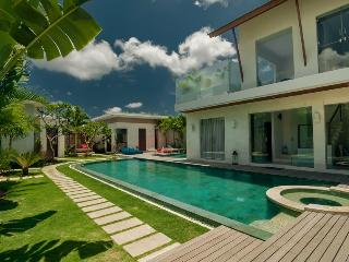 Villa Cloud 9 Seminyak By Bali Villas Rus - FAMILY VILLA IN CENTRAL SEMINYAK