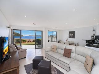 OCEAN VIEW PARADISE - WATERFRONT ETTALONG BEACH