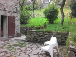 casa del '500 in pietra con 10 posti letto, Riolunato