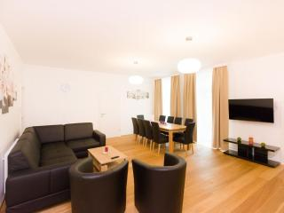 Vereins Grand Comfort apartment in 02. Leopoldstadt with WiFi, balkon & lift.