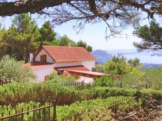 Villa with pool between Split and Omis