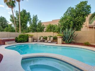 Huge heated pool (heat fee) with kiddie pool and newer jetted spa / new sundeck area