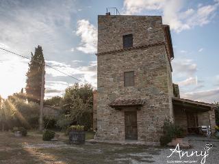 Villa Aldo -Torre con 4 camere, piscina in Toscana, Montecchio