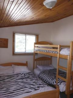 SECOND ROOM WITH DOUBLE AND BUNK BEDS.