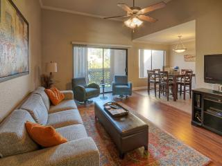 Relaxing and bright 2 bedroom condo in Old Town, Scottsdale