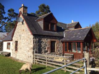 Farm house sleeps 7 . 13 miles from Inverness..