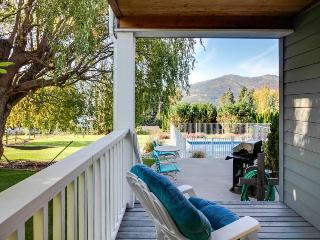 Luxury home w/private pool & hot tub overlooking Lake Chelan