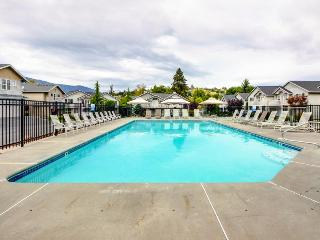 Stylish and comfortable condo with a deck and a shared pool & gym!