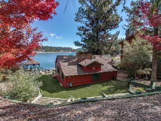 Warm and welcoming pet-friendly cabin right on the lake!, Big Bear Region