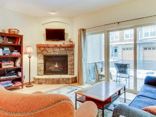 Walk to dining, bowling, & free ski shuttle from cozy condo.