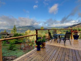 Intimate home for two w/deck & Columbia Gorge views!, White Salmon