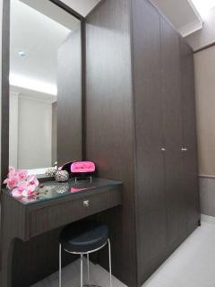 Build-in vanity and wardrobe