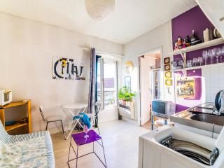Cute and comfortable, fully furnished Paris aptm!
