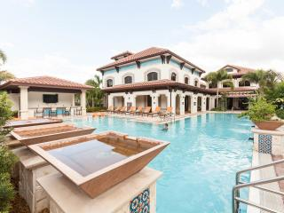 Resort-Style Condo:  Pool, Hot Tub, Gym - Sleeps 7, Miramar